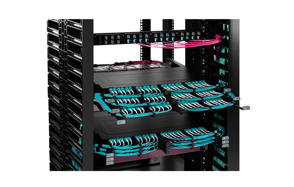 Montaje en Rack Ultra FHX   Ultra alta densidad y rendimiento superior con gestión de fibra inigualable