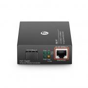 Conversor de medios PoE+ gigabit ethernet de 1x 10/100/1000Base-T a 1x 100/1000Base-X ranura SFP, con enchufe estándar americano